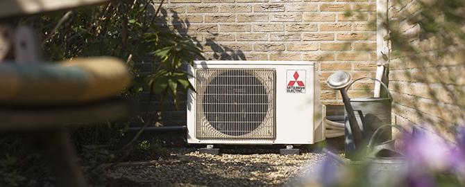 Airconditioning warmte unit buiten